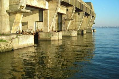 Le K3, Le Plus Impressionnant Des Trois Bunkers Achevés De La Base De Sous-marins, Vous Ouvre Grand Ses Portes. à Lorient