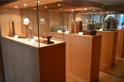Le Lycée Kléber Expose Ses Instruments Scientifiques Anciens à Strasbourg