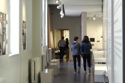 Les élèves De La Classe De 3°c Du Collège Jeanne D'arc D'orléans Investissent Le Musée-mémorial à Orléans