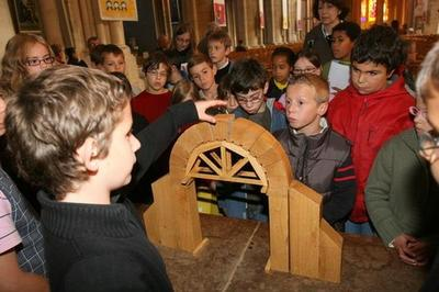 Les Guides En Herbe Font Visiter La Cathédrale à Nevers