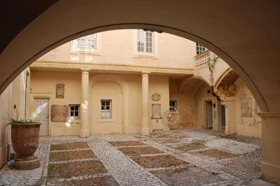 Les Hôtels Particuliers De Nîmes à Nimes