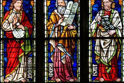 Les Vitraux De L'église Saint-pierre-le-jeune à Strasbourg