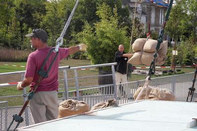 Manoeuvres De Chargement Et Déchargement Du Cap Vert à Montjean sur Loire