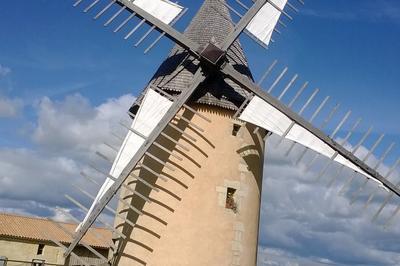 Moulin À Vent En Fonctionnement à Lansac