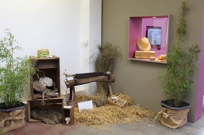 Musée De L'art Du Tournage Et Exposition Au Fil Du Temps ; Le Textile Dans Tous Ses états à Ravilloles