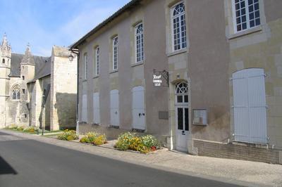 Opération Peinture à L'ocre Au Quartier Du Martray à Loudun