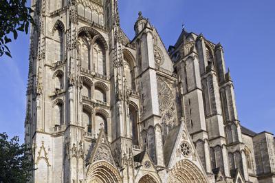 Parcourez Plusieurs Siècles De Merveilles Architecturales ! à Bourges