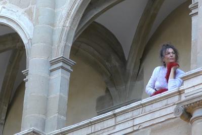 Performance Poétique Mise En Parole Et En Mouvement Par La Compagnie L'oiseau Tonnerre à Pau