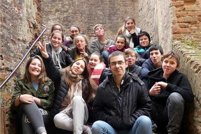Pièce De Théâtre Interprétée Par Les Jac's (jeunes Adolescents Cultivés De La Communauté D'agglomération Gaillac-graulhet) à Lisle sur Tarn
