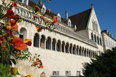 Préfecture De L'yonne - Ancien Palais Épiscopal à Auxerre