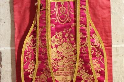 Présentation De Vêtements Liturgiques Du Xixe à Pessan
