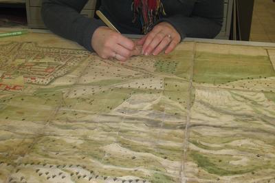 Présentation Des Outils Et Démonstrations De Reliure Et De Restauration D'archives. à Epinal
