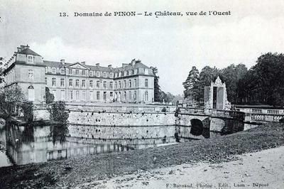 Promenade Aux Vestiges Du Château Et De Son Parc à Pinon