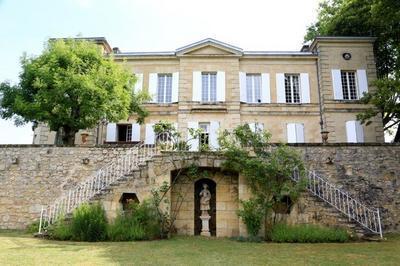 Propriété Viticole, Visite Des Chais Souterrains, Du Parc Et Dégustation à Haux
