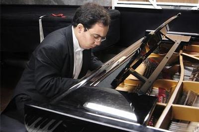 Récital du pianiste Jean Dubé  à Paris 7ème