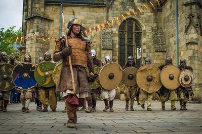 Reconstitution D'un Camp De Raid Viking à Pledran