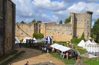 Reconstitution Historique D'un Campement Médiéval à Chevreuse