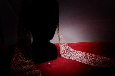 ''somnambulation'' Dans Le Musée Et Visite Guidée à La Lueur D'une Lampe à Argentan