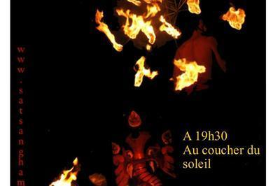 Spectacle De Feu Au Coucher Du Soleil / Cie Les Echalas à Lauris