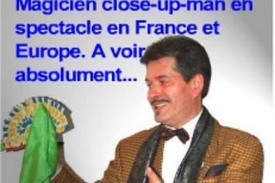 Spectacle de magie en close-up à réserver en France et cours enfants et adultes en Île-de-France. à Courbevoie