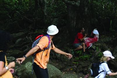 Sur Les Traces D'héva Et D'anchaing à La Chaloupe