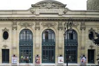 Les Contes Du Chat Perche à Clichy