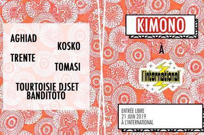 Tomasi Présente Kimono  à Paris 11ème