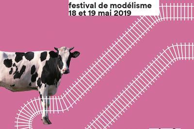 Train à Tous Les étages - Festival Du Modélisme à Paris 19ème