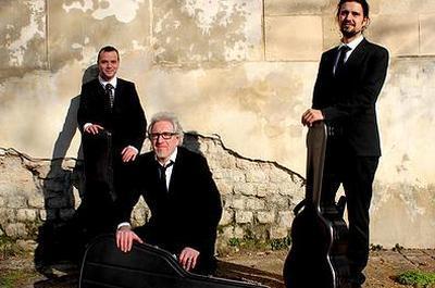 Concert du trio de guitares Llomarisse à Coutures