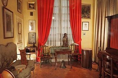 Trouvez L'intrus Au Palais Du Roure à Avignon
