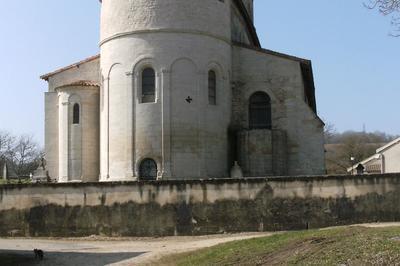 Un Édifice Roman Du Xiie Siècle Fortifié Au Xve Siècle à Dugny sur Meuse