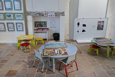 Un Espace Pour Les Enfants Dans L'exposition Natures Mortes ?... Dans La Collection Simonow à Valence sur Baise