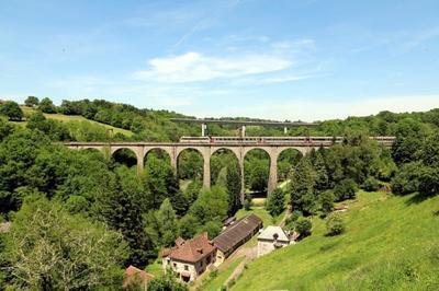 Un Viaduc Du XIXe Siècle Au-dessus De La Briance à Pierre Buffiere