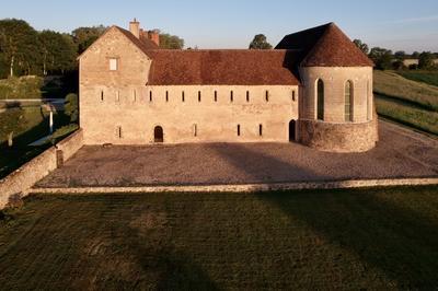 Une Abbaye Cachée Dans Une Ferme ! à Genouilly
