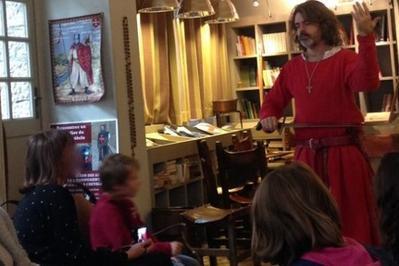 Vie Quotidienne Et Costumes Féminins Et Masculins Au Xiiie Siècle à Carcassonne