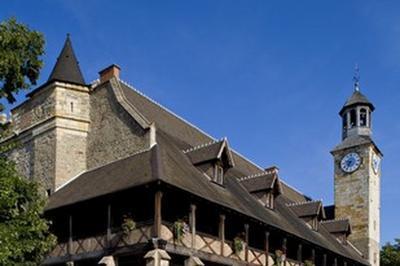 Visite Commentée De La Tour Du Château Des Ducs De Bourbon. à Montlucon