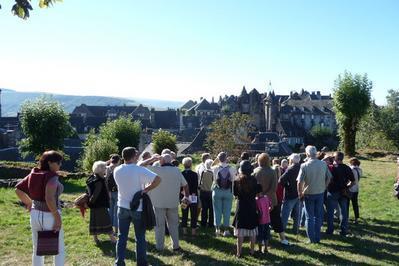 Visite Commentée Du Village De Salers.