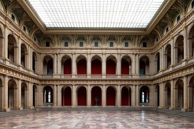 Visite D'un Des Chef D'oeuvre De La Neustadt Et De La Bibliothèque De Recherche En Histoire à Strasbourg