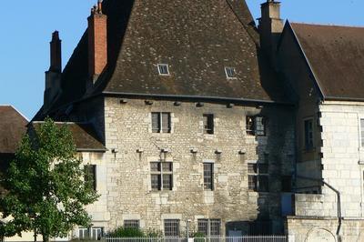 Visite De L'ancien Hôpital Du Saint-esprit Lors Des Journées Européennes Du Patrimoine à Besancon