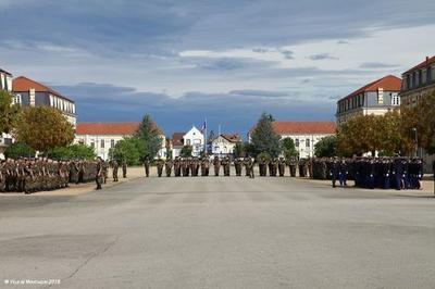 Visite De L'école De Gendarmerie De Montluçon. à Montlucon