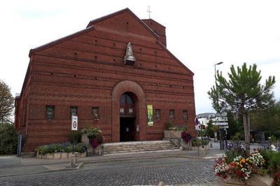 Visite De L'église Notre-dame Du Calvaire à Chatillon