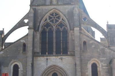 Visite De L'Église Saint-pierre De Varzy