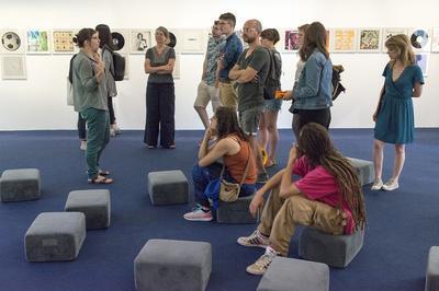 Visite De L'exposition Vinyls & Clips Avec Les Commissaires à Besancon