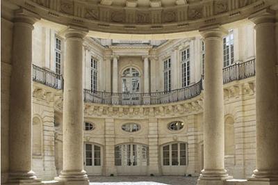 Visite De L'hôtel De Beauvais à Paris 4ème