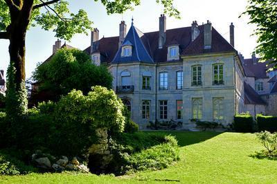Visite De L'hôtel De Clévans À Besançon à Besancon