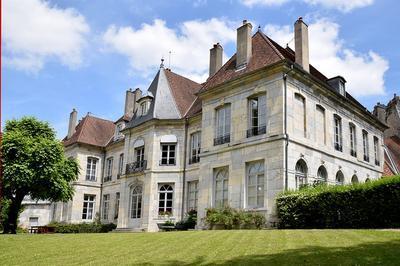 Visite De L'hôtel De Grand Quartier Général De Clévans Et D'expositions à Besancon