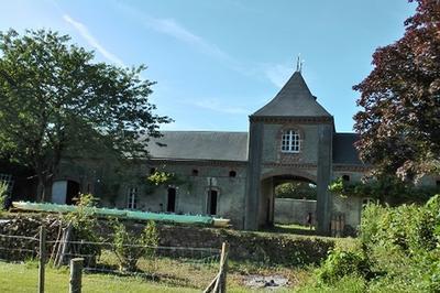 Visite De La Ferme Historique Et Des Communs Du Château De La Petite Sévaudière à Bouere
