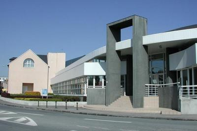 Visite Des Archives Départementales De La Creuse à Gueret