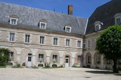 Visite Des Bâtiments Du XVIIe Siècle à Proximité De L'École Ouverte Depuis 1629 à Beaugency