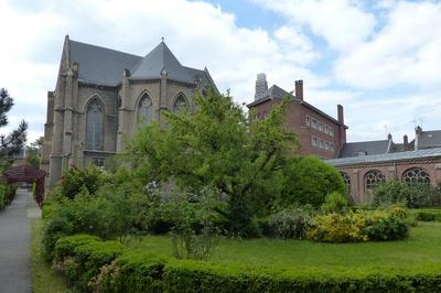 Visite Des Bâtiments Historiques De La Sainte-famille à Amiens